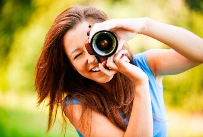 Фото девушек с зеркальным фотоаппаратом